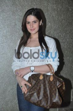 Zarine Khan at Lista jewellery showroom launch