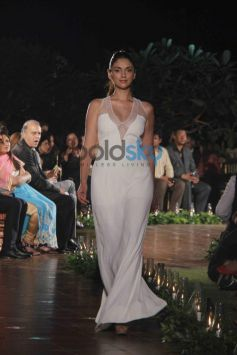 Aditi Roa walks ramp for Spanish fashion show.