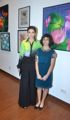 Bollywood actoress Karisma Kapoor with Vedika Kanchan at the Painting Exhibition