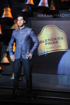 Dino Morea walks ramp at Blenders Pride Fashion Tour 2013