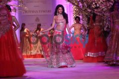 Jacqueline Fernandez wallk ramp at IBFW 2013