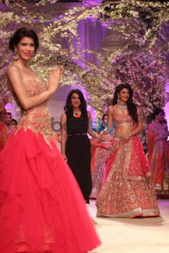 Jacqueline Fernandez wallk ramp with Jyotsna Tiwari at IBFW 2013