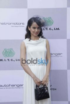 Kangana Ranaut beautiful outfit at Mahalaxmi Race Course