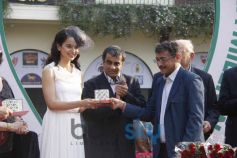Kangana Ranaut welcomed by Guest at Event