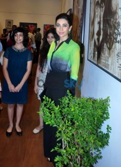 Karisma Kapoor at the Painting Exhibition