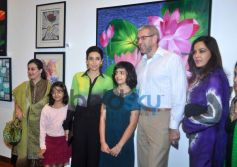 Karisma Kapoor with guest at Painting Exhibition