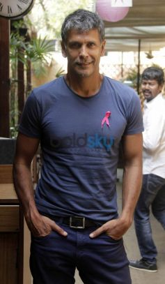 Milind Soman during Pinkathon Event