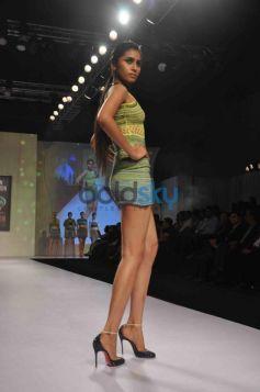 Model on Ramp Signature International Fashion Week End