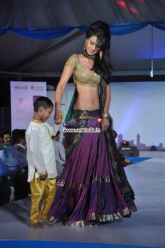 Nia Sharma with child walk the ramp for Welingkar 2013