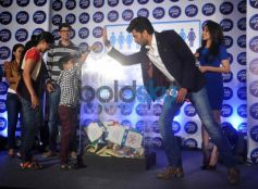 Riteish Deshmukh high five to child at launch