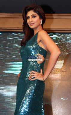 Shilpa Shetty in beautiful green costume