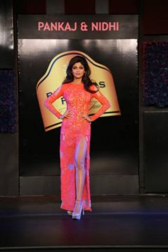 Shilpa Shetty walks ramp in Blenders Pride Fashion Tour 2013