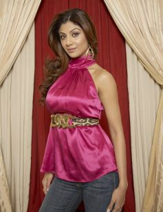 Beutiful Shilpa Shetty in pink Costume