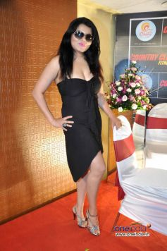 Shraddha Sharma at Country Club New Year Bash 2014  Event