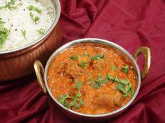 Special Khajur Gosht Recipe