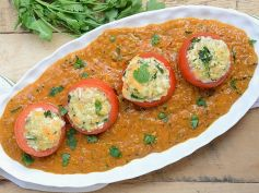 Stuffed Tomato In Malai Gravy