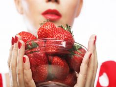 Winter Fruits To Stay Healthy Strawberry