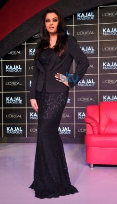 Aishwarya Rai pose during launch Kajal Magique