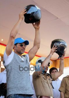 Akshay Kumar holding helmet at Ride For Safety rally