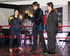 Amitabh Bachchan learn some boxing moves from Mary Com at event