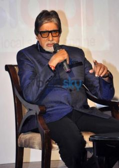 Amitabh Bachchan speaking to media at Event