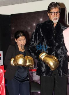 Amitabh Bachchan with Mary Com during Launch