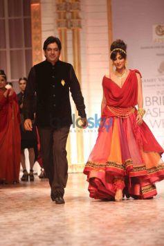 Chitrangada Singh walks ramp with Azva IBFW 2013