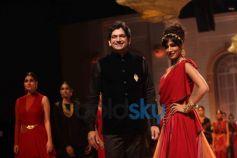 Chitrangada Singh with Designer Azva IBFW 2013 Show Day 3