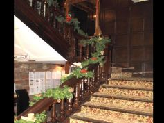 Christmas Decor Ideas For Staircases
