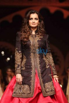 Dia Mirza walk ramp for IBFW 2013 Raghavendra Rathore Show