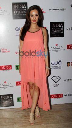Evelyn Sharma at Resortwear 2014 fashion calendar launch