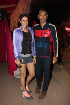 Gul Panag & Milind Soman during the HCG Pinkathon for Breast Awareness Event