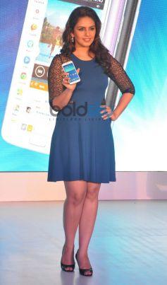 Huma Qureshi at launch of Samsung GALAXY Grand 2