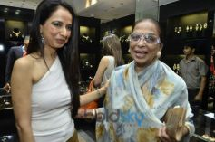 Kiran Datwani with Rajani Bhagat during Gehna Jewellers 2014 Event