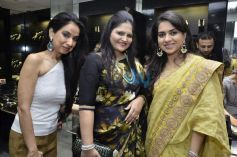 L R Kiran Datwani, Usha Kakade and Shaina NC during Gehna Jewellers 2014 Event