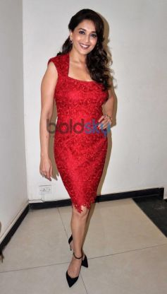 Madhuri Dixit At Dedh Ishqiya Promotion