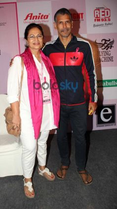 Milind Soman during HCG Pinkathon for Breast Awareness 2013