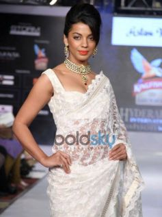 Mugdha Godse ramp walk at Hyderabad International Fashion Week