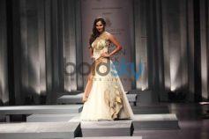 Sania Mirza on ramp at IBFW 2013 Shantanu and Nikhil show