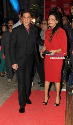 Shahrukh Khan along with his wife Gauri Khan at Launch of the store Bandra 190