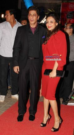 Shahrukh Khan with his wife Gauri Khan during launch of the store Bandra 190