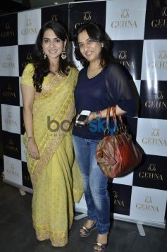 Shaina NC with Anuya Mhaiskar during Gehna Jewellers 2014 Event