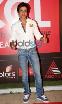 Sonu Sood at CCL Inaguration Red Carpet 2014
