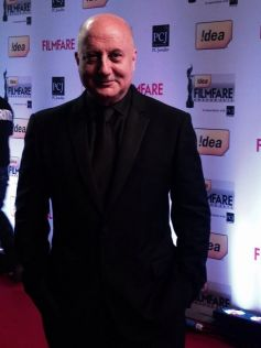 Anupam Kher on red carpet at Filmfare 2014