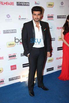 Arjun Kapoor stuns at Filmfare Awards Nominations Party 2014