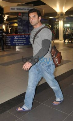 Bollywood actor Sohail Khan Snapped at Airport