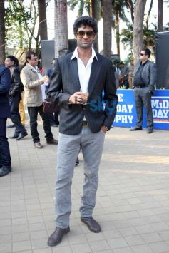 Bollywood Celebs Stuns at Mid Day Trophy Race