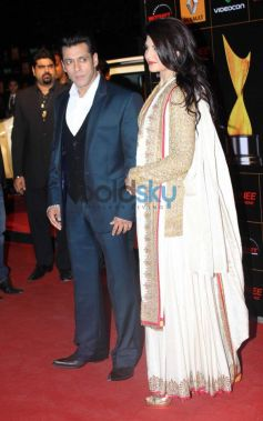 Salman Khan and Jacqueline Fernandez stuns at  Star Guild Awards