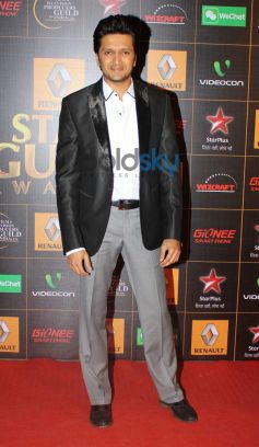 Riteish Deshmukh stuns at  Star Guild Awards