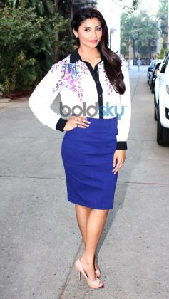 Daisy Shah Looking Gorgeous during Jai Ho promotion